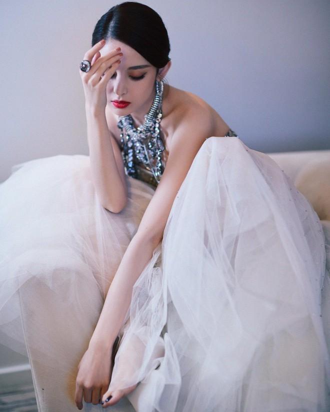 Mỹ nhân bị nhầm với Ngọc Trinh: Nàng công chúa Hoa ngữ đẹp ná thở tại Cannes bất chấp ảnh không photoshop - Ảnh 17.
