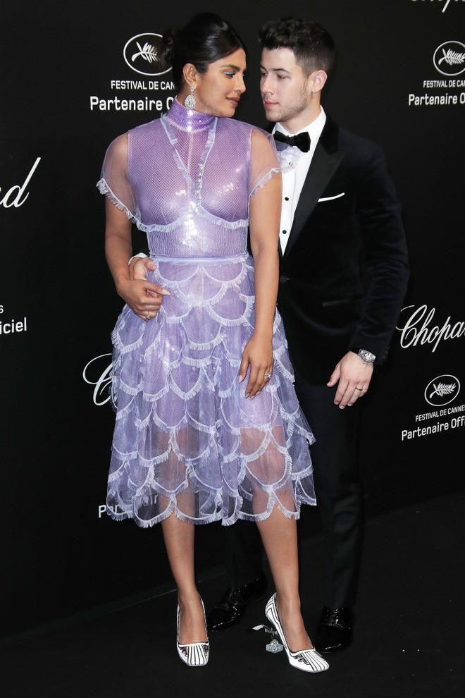 Gây tranh cãi vì trang phục táo bạo trên thảm đỏ, Ngọc Trinh đến LHP Cannes bằng cách nào? - Ảnh 8.