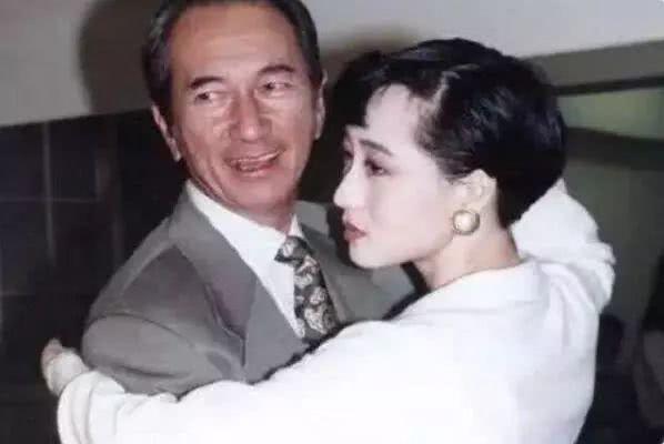 Tình sử của bà xã Lý Liên Kiệt: Bị tình địch đe dọa, có con riêng với ông trùm sòng bạc? - Ảnh 4.