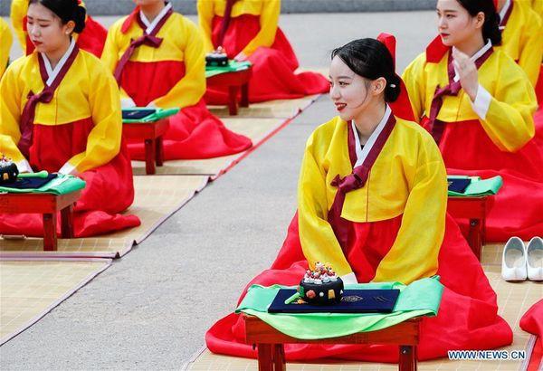 Lễ trưởng thành ở Hàn Quốc: Nghi thức đánh dấu bước ngoặt của thanh niên khi không còn phụ thuộc vào cha mẹ - Ảnh 1.