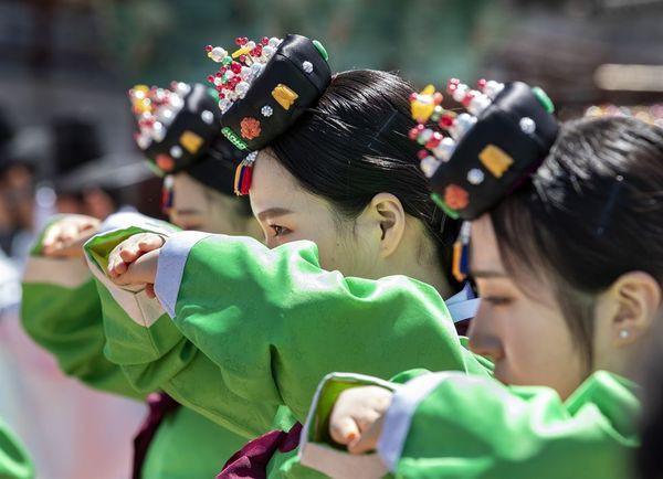 Lễ trưởng thành ở Hàn Quốc: Nghi thức đánh dấu bước ngoặt của thanh niên khi không còn phụ thuộc vào cha mẹ - Ảnh 3.