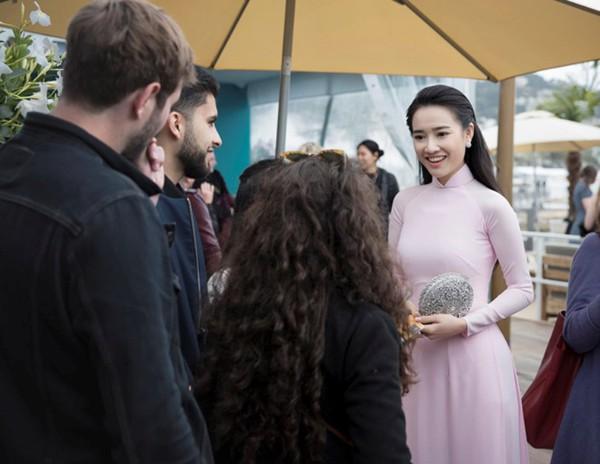 Không cần ăn mặc phản cảm như Ngọc Trinh, 4 người đẹp Việt này vẫn gây ấn tượng tại LHP Cannes - Ảnh 4.