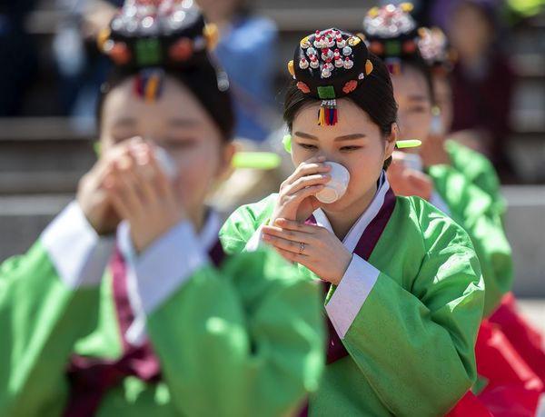 Lễ trưởng thành ở Hàn Quốc: Nghi thức đánh dấu bước ngoặt của thanh niên khi không còn phụ thuộc vào cha mẹ - Ảnh 4.
