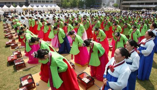 Lễ trưởng thành ở Hàn Quốc: Nghi thức đánh dấu bước ngoặt của thanh niên khi không còn phụ thuộc vào cha mẹ - Ảnh 6.