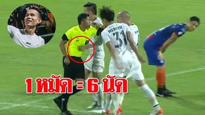 Đánh lén trọng tài và hậu quả bẽ bàng cho tuyển thủ Thái Lan: Cấm thi đấu 8 trận, nộp phạt gần 90 triệu VNĐ, bị loại khỏi danh sách sơ bộ đá Kings Cup - Ảnh 2.