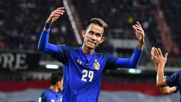 Quyết đánh bại Việt Nam, Thái Lan làm điều khó tin với cầu thủ đấm trọng tài - Ảnh 1.