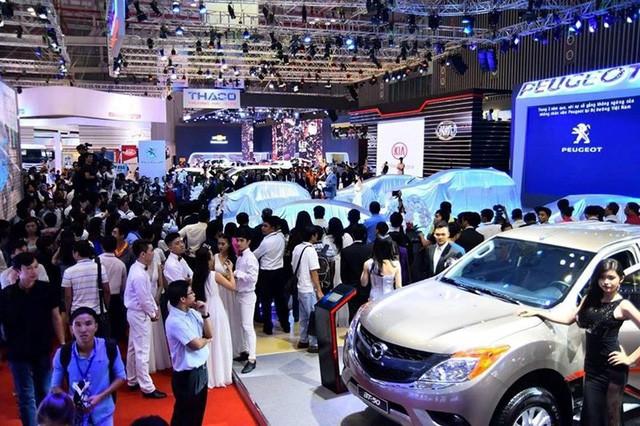 Ô tô nhập khẩu về Việt Nam giá hơn 450 triệu đồng/chiếc - Ảnh 1.