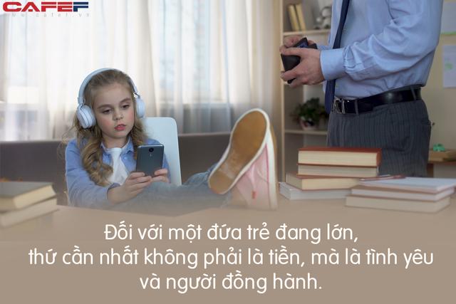 Mải mê làm giàu để con có tương lai tốt đẹp, cha mẹ nghĩ thế là đủ nhưng rốt cuộc chẳng phải tiền, đây mới là thứ con cần nhất để lớn khôn! - Ảnh 2.