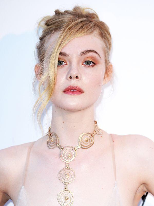 Giám khảo trẻ nhất lịch sử Cannes Elle Fanning: Đẹp vô thực, từ bóng của chị gái thành cô tiên nước Mỹ quyền lực - Ảnh 14.