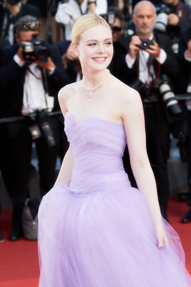 Giám khảo trẻ nhất lịch sử Cannes Elle Fanning: Đẹp vô thực, từ bóng của chị gái thành cô tiên nước Mỹ quyền lực - Ảnh 17.