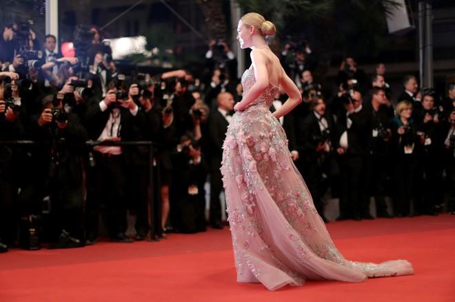 Giám khảo trẻ nhất lịch sử Cannes Elle Fanning: Đẹp vô thực, từ bóng của chị gái thành cô tiên nước Mỹ quyền lực - Ảnh 18.