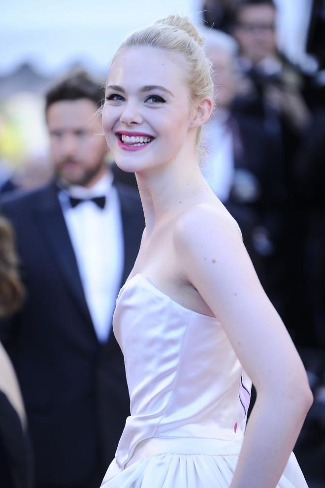 Giám khảo trẻ nhất lịch sử Cannes Elle Fanning: Đẹp vô thực, từ bóng của chị gái thành cô tiên nước Mỹ quyền lực - Ảnh 20.
