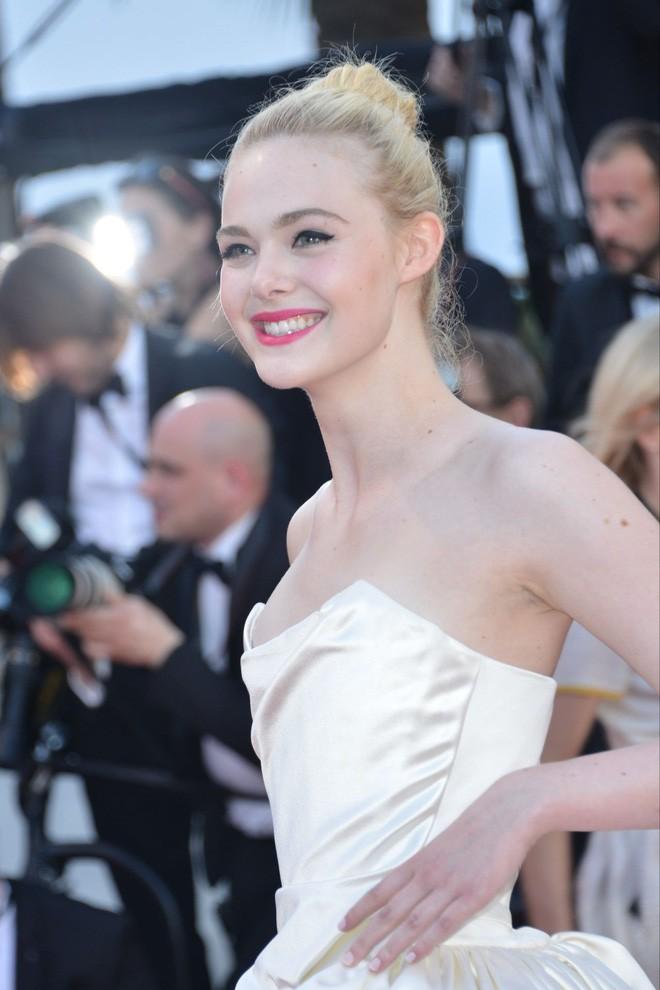 Giám khảo trẻ nhất lịch sử Cannes Elle Fanning: Đẹp vô thực, từ bóng của chị gái thành cô tiên nước Mỹ quyền lực - Ảnh 21.