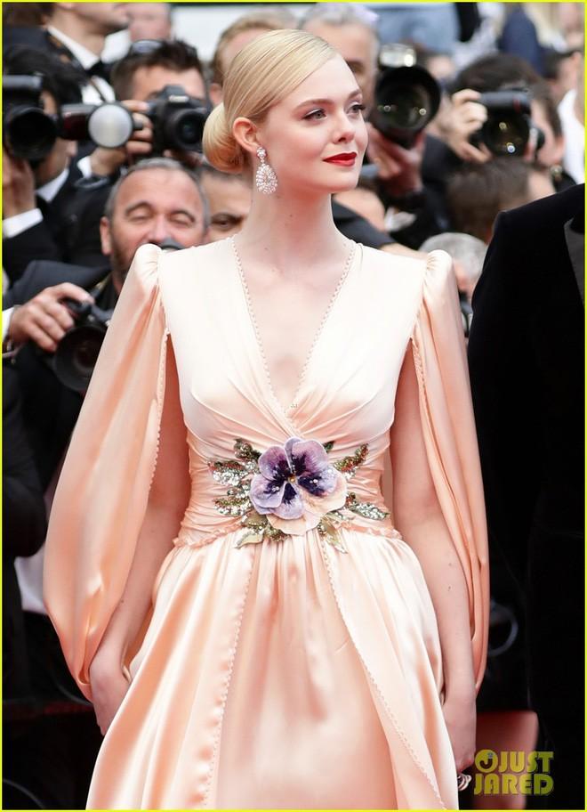 Giám khảo trẻ nhất lịch sử Cannes Elle Fanning: Đẹp vô thực, từ bóng của chị gái thành cô tiên nước Mỹ quyền lực - Ảnh 23.