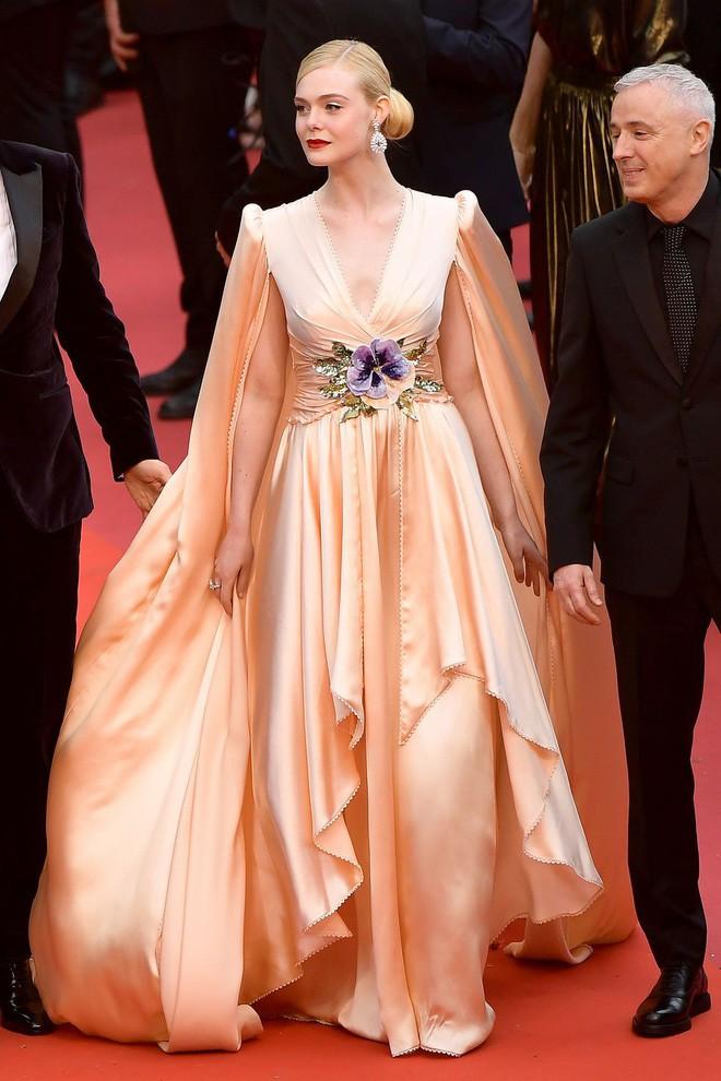 Giám khảo trẻ nhất lịch sử Cannes Elle Fanning: Đẹp vô thực, từ bóng của chị gái thành cô tiên nước Mỹ quyền lực - Ảnh 24.