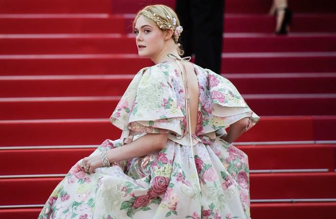 Giám khảo trẻ nhất lịch sử Cannes Elle Fanning: Đẹp vô thực, từ bóng của chị gái thành cô tiên nước Mỹ quyền lực - Ảnh 26.