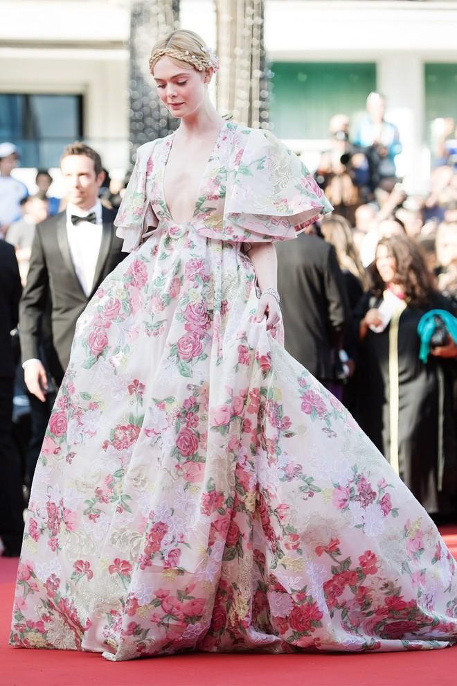 Giám khảo trẻ nhất lịch sử Cannes Elle Fanning: Đẹp vô thực, từ bóng của chị gái thành cô tiên nước Mỹ quyền lực - Ảnh 27.