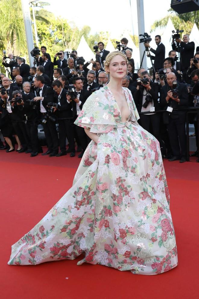 Giám khảo trẻ nhất lịch sử Cannes Elle Fanning: Đẹp vô thực, từ bóng của chị gái thành cô tiên nước Mỹ quyền lực - Ảnh 28.