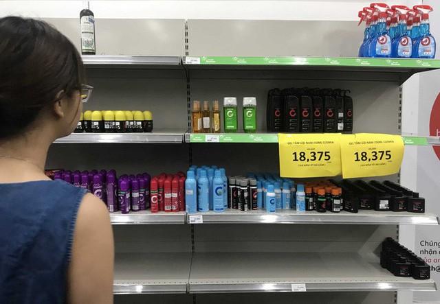 Nhân viên Auchan muốn khóc nhìn khách vừa mua, vừa ăn, vừa phá hàng hóa trong siêu thị - Ảnh 9.
