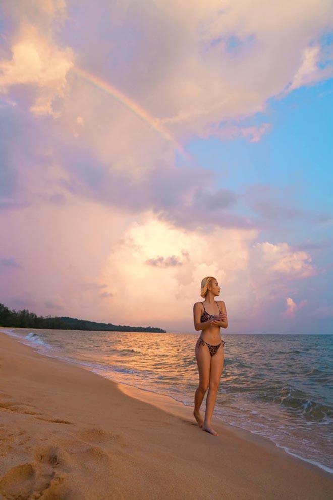 Quỳnh Anh Shyn khoe dáng nuột nà khi diện bikini - Ảnh 1.