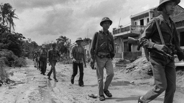 Lính tình nguyện Việt Nam thương vong lớn: 4 chiếc xe tăng T-54 đột ngột xuất hiện, lật ngược thế cờ - Ảnh 5.