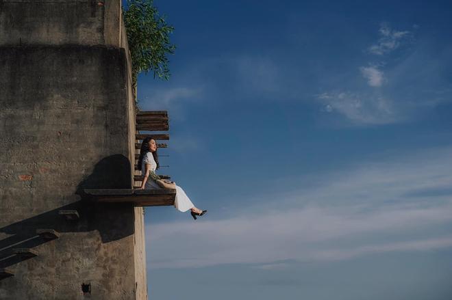 """Sự thật về góc bậc thang bỏ hoang """"cực chill"""" đang gây sốt ở Hội An: Cẩn thận không là """"một bước lên thiên đường"""" đúng nghĩa đen - Ảnh 3."""