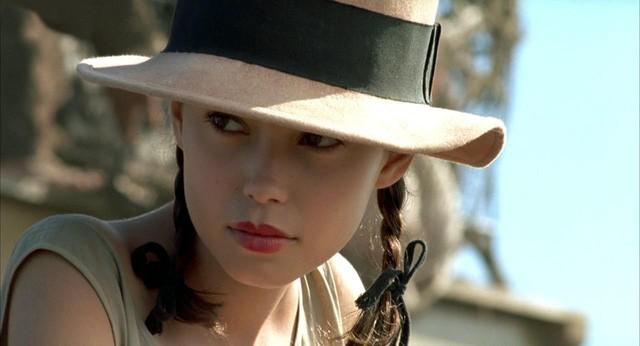 Từ phim 'Vợ ba' nhìn lại phim 18+ kinh điển 'Người tình'  - Ảnh 3.