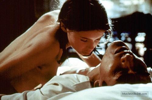 Từ phim 'Vợ ba' nhìn lại phim 18+ kinh điển 'Người tình'  - Ảnh 7.