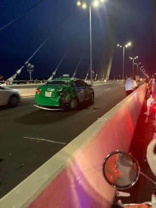 Đăng ảnh trên cầu cùng dòng chia sẻ ẩn ý, thanh niên chạy vào làn ô tô gây tai nạn kinh hoàng - Ảnh 4.