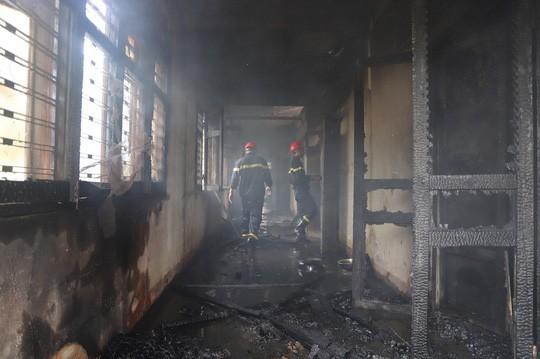 Hỏa hoạn thiêu rụi 7 gian nhà kho dâu tằm Lâm Đồng - Ảnh 3.