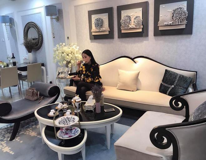 Tuổi 30, Phương Oanh Quỳnh búp bê sở hữu căn hộ cao cấp, xế hộp tiền tỷ  - Ảnh 3.