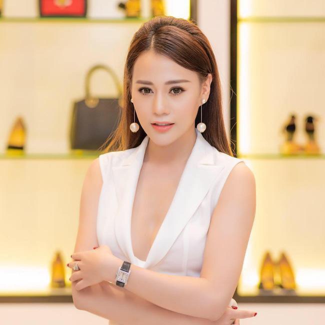 Tuổi 30, Phương Oanh Quỳnh búp bê sở hữu căn hộ cao cấp, xế hộp tiền tỷ  - Ảnh 9.