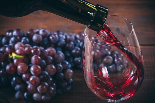 Phát hiện thần dược trị cao huyết áp trong rượu vang đỏ - Ảnh 1.