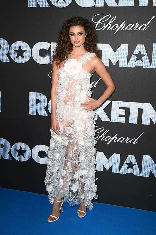 Những bộ cánh mặc như không phản cảm nhất tại Liên hoan phim Cannes lần thứ 72 - Ảnh 18.