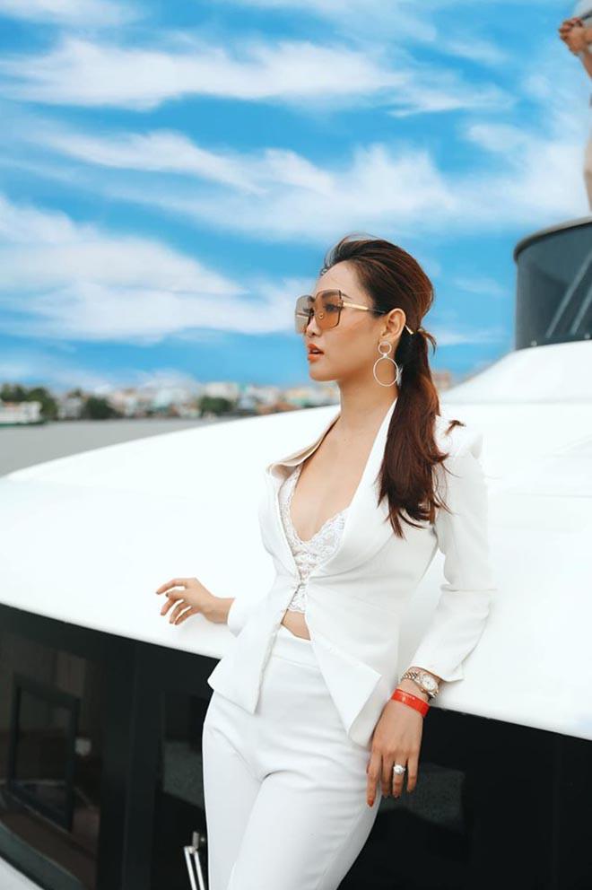 Loạt ảnh nóng bỏng của á hậu sinh năm 1995 - Ảnh 8.