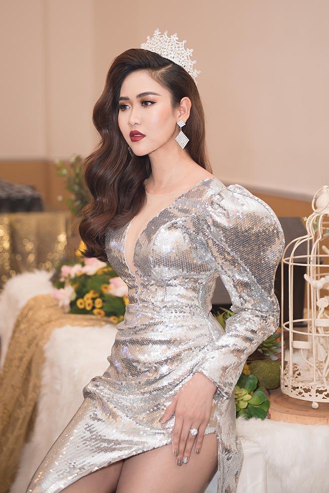 Loạt ảnh nóng bỏng của á hậu sinh năm 1995 - Ảnh 1.