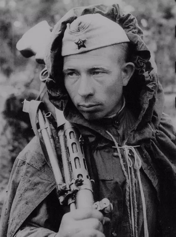 Được lính Đức tha chết, 3 năm sau, thiếu niên Xô Viết đã làm 1 việc không tưởng ở Berlin - Ảnh 3.