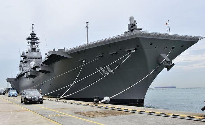 Ông Trump thăm chiến hạm lớn nhất của Nhật, người Trung Quốc sốt vó - Ảnh 1.