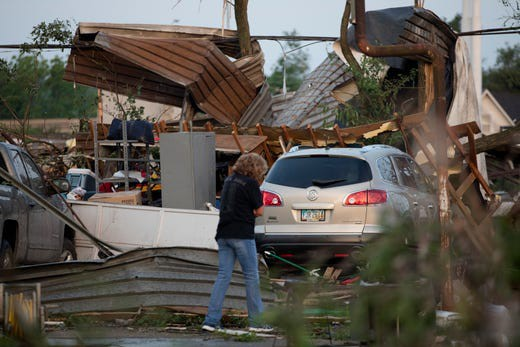 Lốc xoáy dồn dập tấn công bang của Mỹ, nhiều người bị thương - Ảnh 3.