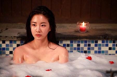 Hoa hậu ngực khủng Kim Sarang: Từ mỹ nhân nổi tiếng với cảnh tắm trần táo bạo tới xì xào bán dâm khiến sự nghiệp lao đao - Ảnh 2.