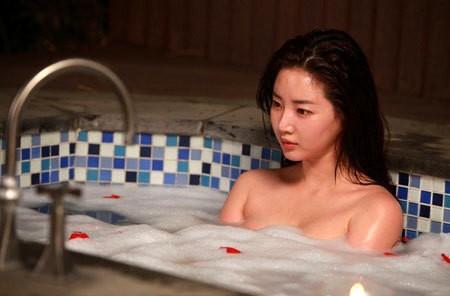 Hoa hậu ngực khủng Kim Sarang: Từ mỹ nhân nổi tiếng với cảnh tắm trần táo bạo tới xì xào bán dâm khiến sự nghiệp lao đao - Ảnh 3.