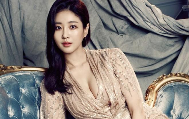 Hoa hậu ngực khủng Kim Sarang: Từ mỹ nhân nổi tiếng với cảnh tắm trần táo bạo tới xì xào bán dâm khiến sự nghiệp lao đao - Ảnh 5.