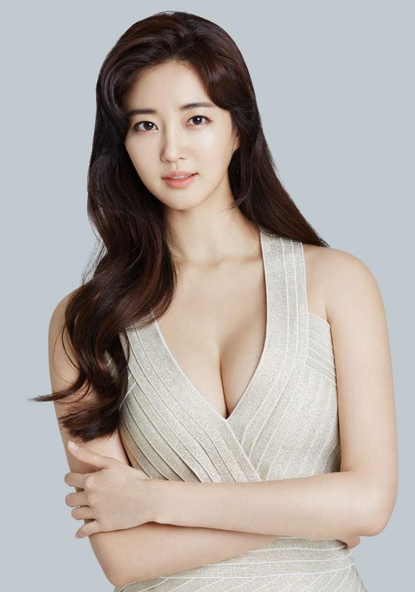 Hoa hậu ngực khủng Kim Sarang: Từ mỹ nhân nổi tiếng với cảnh tắm trần táo bạo tới xì xào bán dâm khiến sự nghiệp lao đao - Ảnh 8.