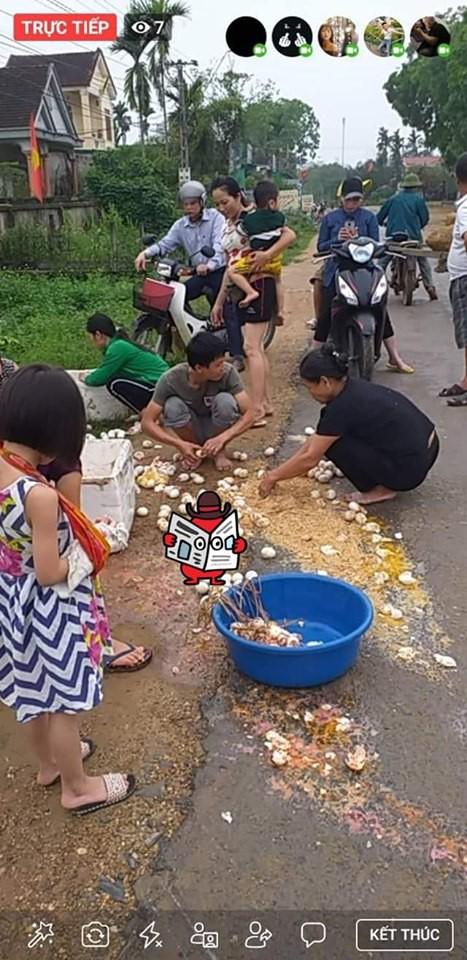 Cô bán trứng gặp nạn trên đường và cử chỉ đẹp của những người xung quanh  - Ảnh 2.