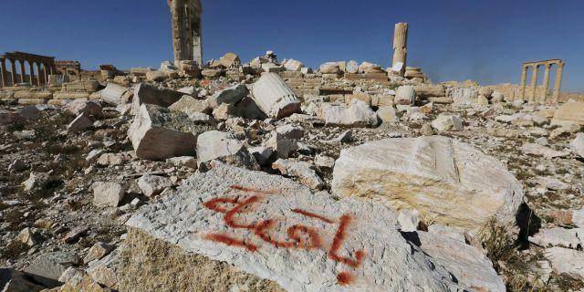 Báo động số phận những kho báu cổ đại ở Syria: Không bị bán thì cũng bị đập nát - Ảnh 1.