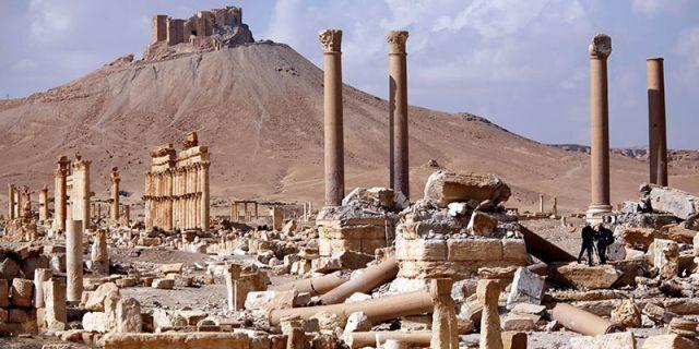 Báo động số phận những kho báu cổ đại ở Syria: Không bị bán thì cũng bị đập nát - Ảnh 2.