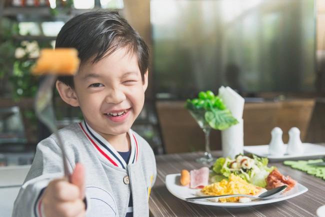 10 dấu hiệu cảnh báo ở con cái cho thấy cách giáo dục của cha mẹ đang có vấn đề, hãy nhìn nhận lại ngay trước khi quá muộn - Ảnh 2.