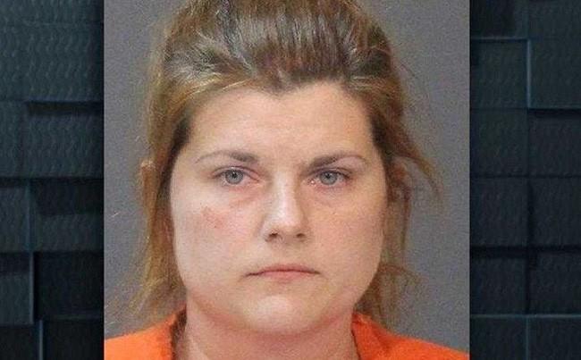 Cô giáo Mỹ 34 tuổi bị bắt với cáo buộc hiếp dâm học sinh nam 10 tuổi - Ảnh 1.