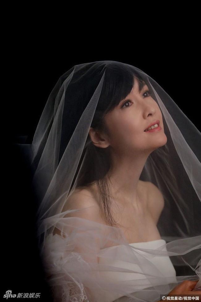 Hong Kong tự hào vì 1 ngọc nữ đẹp xuất sắc từ trẻ tới già: U51 mà trẻ đẹp như xuyên không về hồi 21 tuổi - Ảnh 12.