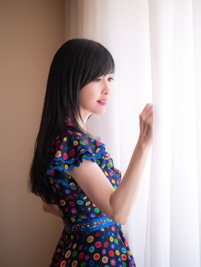 Hong Kong tự hào vì 1 ngọc nữ đẹp xuất sắc từ trẻ tới già: U51 mà trẻ đẹp như xuyên không về hồi 21 tuổi - Ảnh 13.